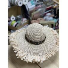 Шляпа вязаная из рафии с бахромой
