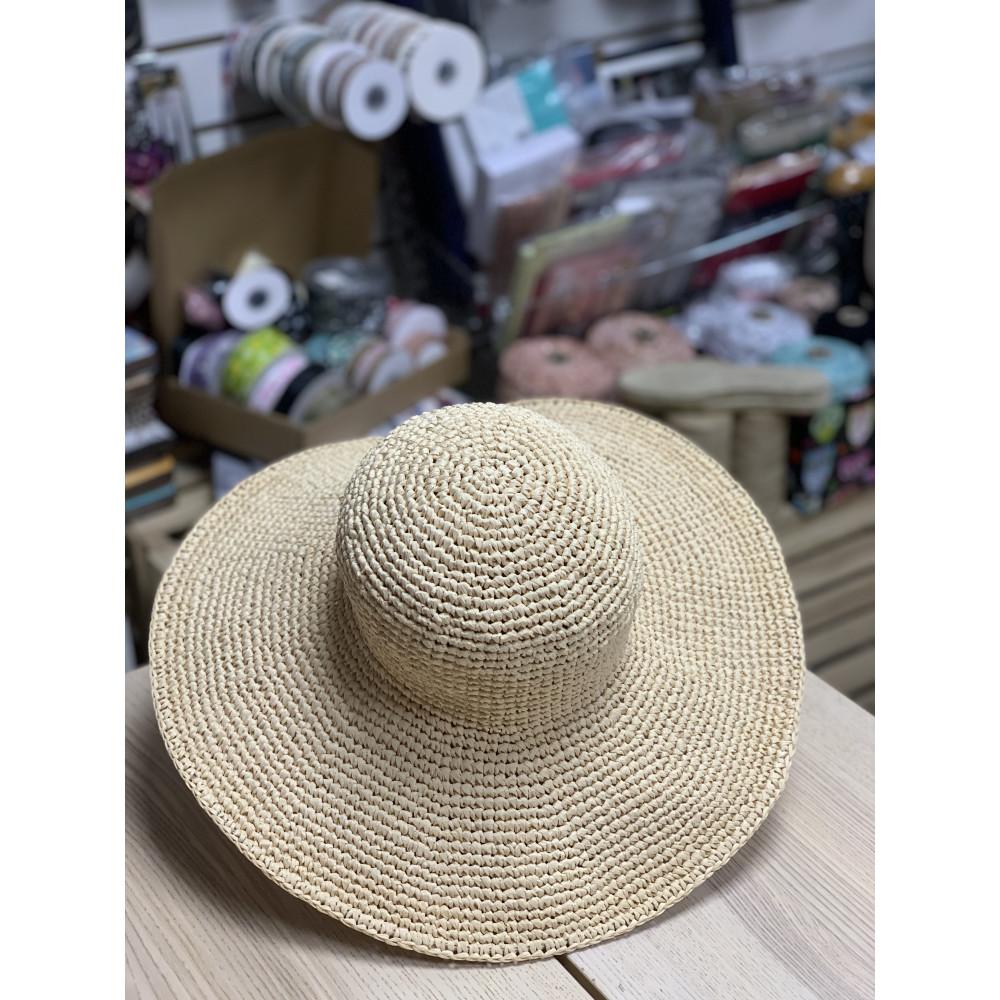 Шляпа вязаная из рафии с большими полями